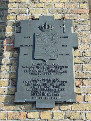 Stuivekenskerke: Kerk: Gedenkplaat 8ste Linieregiment