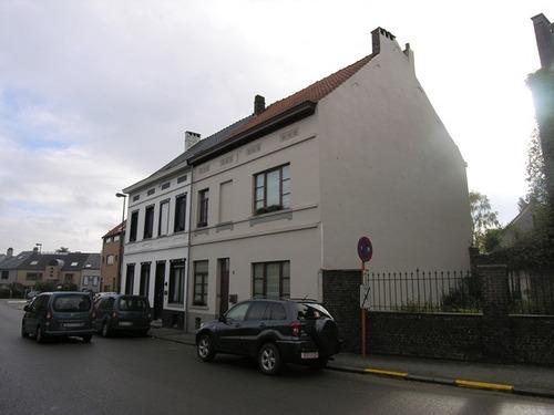 Sint-Genesius-Rode, Grote Hutsesteenweg 4-8