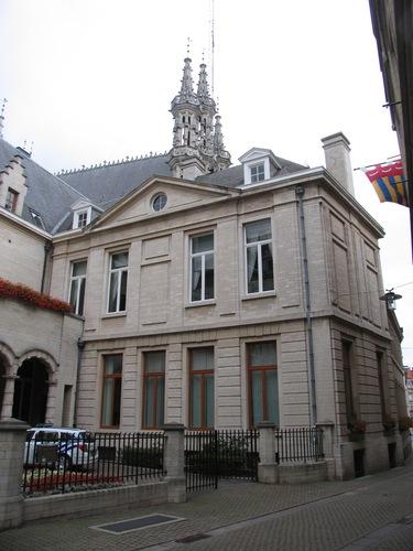 Leuven Grote Markt 8, 8A, 9, Boekhandelstraat 2, Naamsestraat 3 Politiekantoor