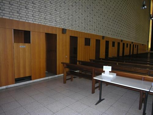 Antwerpen Canadalaan 105 biechtstoelen