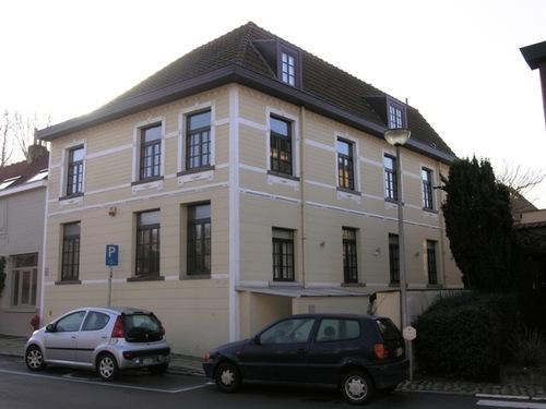 Wezembeek-Oppem Sint-Pietersplein 11-12