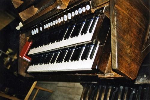 Dentergem Kerkstraat zonder nummer klavier van het orgel in de parochiekerk Onze-Lieve-Vrouw en Sint-Stefanus