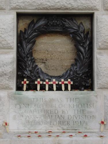 Passendale: Tyne Cot Cemetery: Gedenkplaat Australian