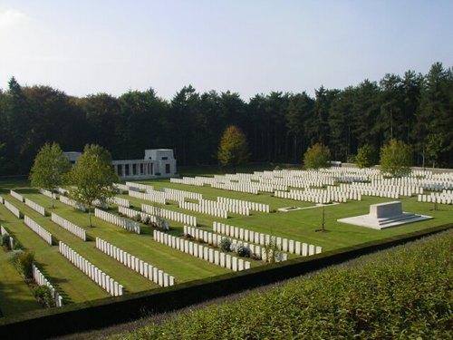 Zonnebeke: Buttes Cemetery: Overzichtsfoto