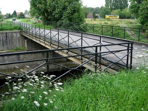 Ieper Barmstraat zonder nummer Spoorwegbrug Ieperleekanaal