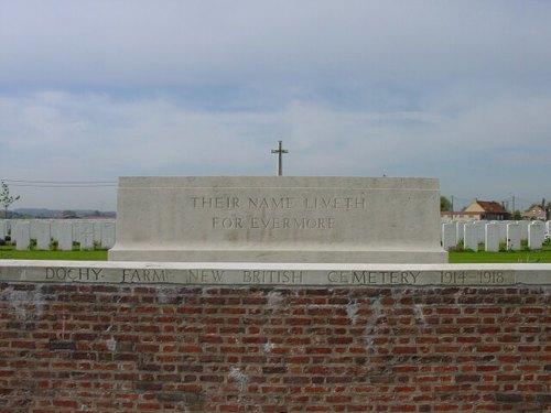 St-Juliaan: Dochy Farm Cemetery: Voormuur
