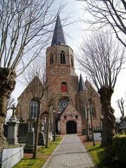 Parochiekerk Sint-Clemens met kerkhof