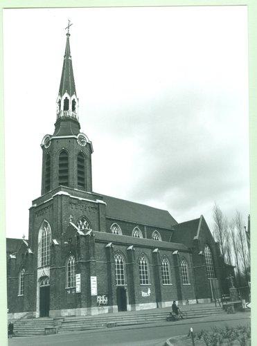 Beringen Markt 6 parochiekerk Sint-Pieters-Banden