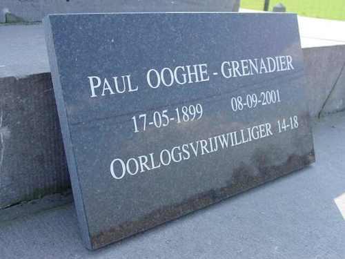 Zuidschote: Obelisk Grenadiers: Gedenkplaat voor Paul Ooghe