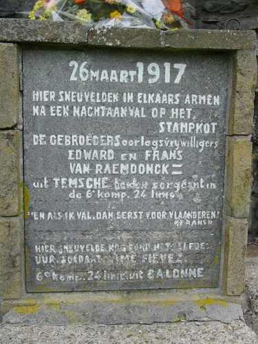 Zuidschote: Gedenkteken Gebroeders van Raemdonck & Fiévez: gedenkplaat