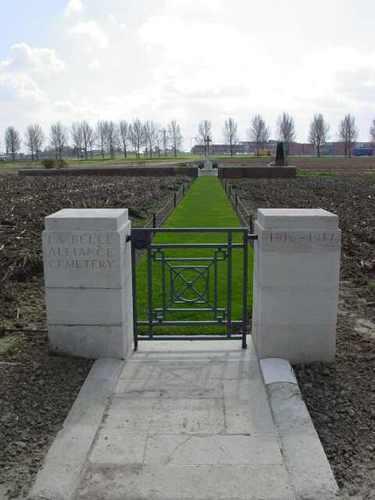Boezinge: La Belle Alliance Cemetery: Toegang