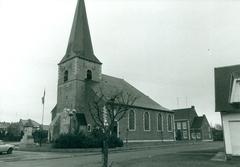 Parochiekerk Sint-Vedastus met kerkhof