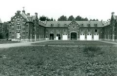 Kasteel van Bovelingen en bijgebouwen