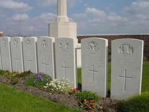 Boezinge: No Man's Cot Cemetery: detail