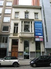 Neoclassicistisch burgerhuis met kantoorgebouw