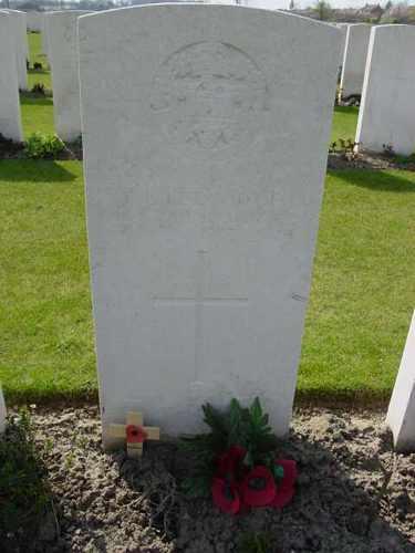 Boezinge: Artillery Wood Cemetery: graf Ledwidge
