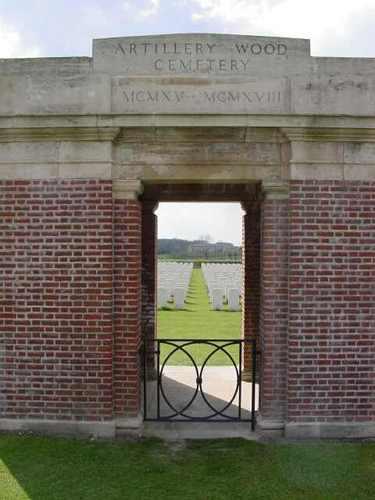 Boezinge: Artillery Wood Cemetery: toegangsgebouw