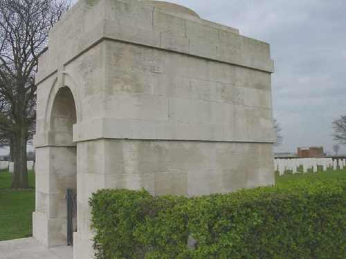 Boezinge: Talana Farm Cemetery: Toegangsgebouw