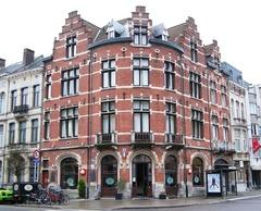 Café en winkel in neo-Vlaamserenaissance-stijl