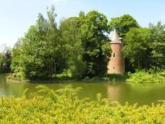 Gemeentepark met kasteel de Viron en bijgebouwen