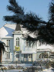 Villa met dienstwoning en stallen