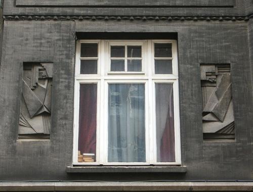 Antwerpen Helenalei 19 reliëfs