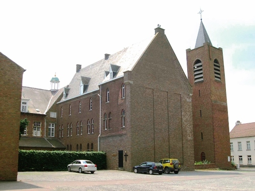 De neogotische vleugel en een door Kropholler ontworpen toren uit 1954, benedictijnenabdij Affligem
