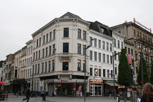 Antwerpen Koningin Astridplein 35 Hoek met Statiestraat