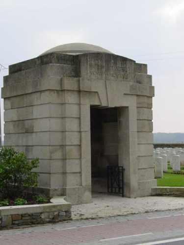 Elverdinge: Ferme Olivier Cemetery: toegangsgebouw