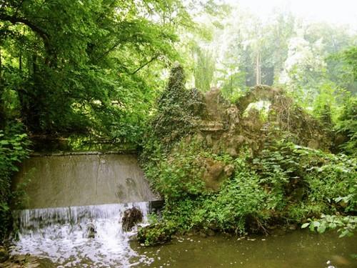 Rotscascade bij het kasteel van Wilder