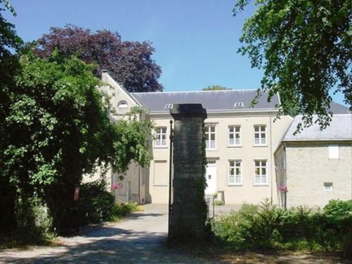Pastorie van de Sint-Rumoldusparochie met tuin