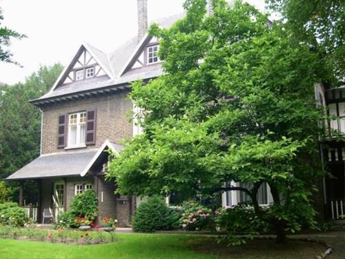 De voortuin van Villa Sunnyside