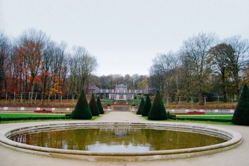 De 'Franse' parterretuin, een creatie in de 'style Duchêne' uit het begin van de 20ste eeuw