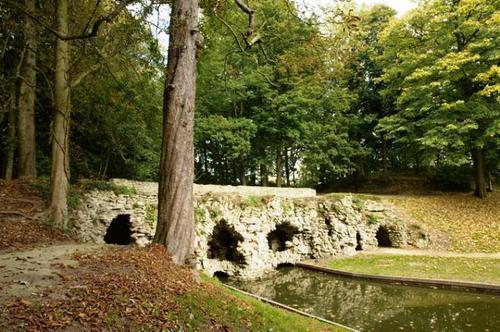 De 'bruggrot' van Drie Fonteinen, onderdeel van de vroege landschappelijke tuin van Walckiers