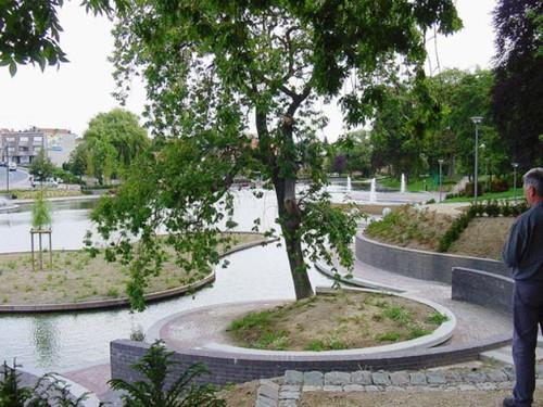 Het bogensjabloon en de passer hebben vermoedelijk een belangrijke rol gespeeld in het proces van vormgeving bij de recente 'herstuctureringswerken' van het Centurmpark