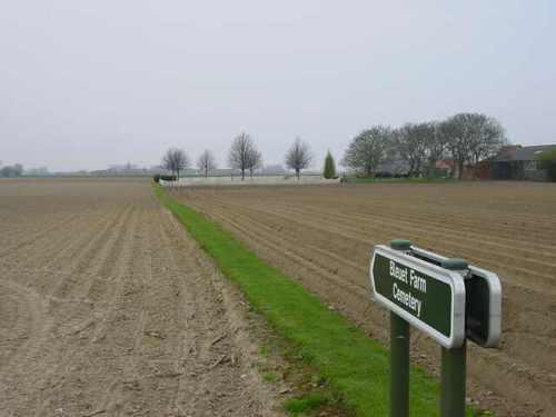 Elverdinge: Bleuet Farm Cemetery: ligging