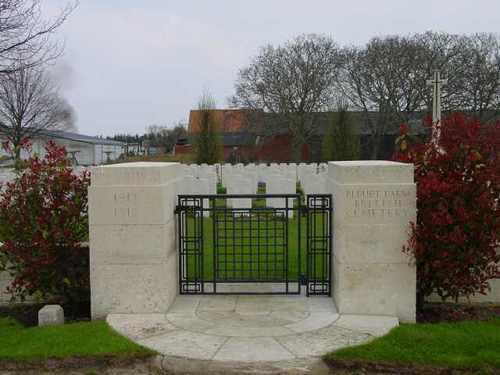 Elverdinge: Bleuet Farm Cemetery: toegang