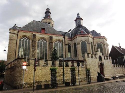Vilvoorde Trooststraat 2 kapel met omheiningsmuur