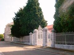 Burgerhuis en distilleerderij met herenboerenpark