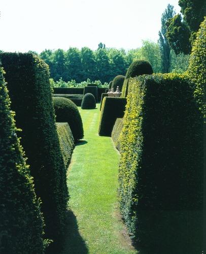 Kasteel van Neerhespen met tuin