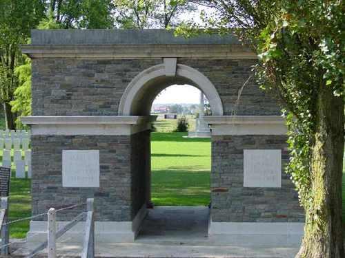 Zillebeke: Maple Copse Cemetery: Toegang