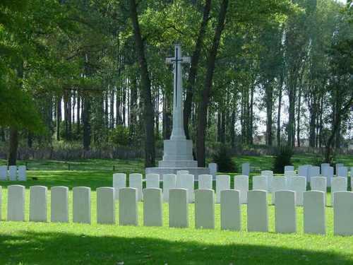 Zillebeke: Maple Copse Cemetery: Cross of Sacrifice