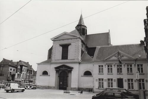 Parochiekerk van de Heilige Kerst of Sint-Salvator en pastorie Sint-Salvatorsparochie