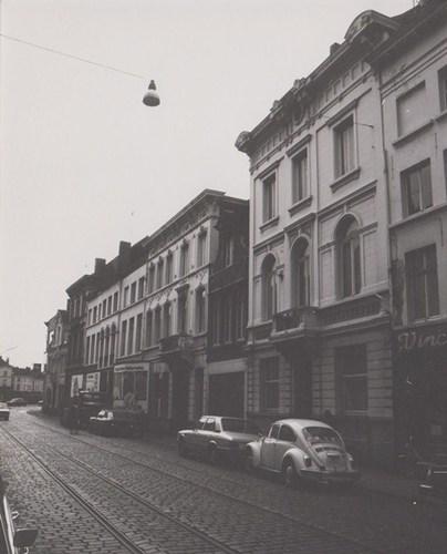 Steendam straatbeeld paar