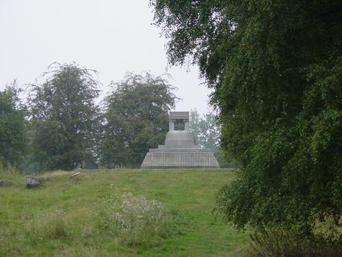 Zillebeke: Site Hill 60: gedenkteken Queen Victoria Rifles