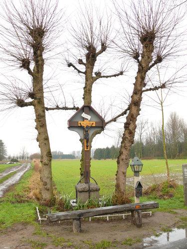 Sint-Niklaas Waterstraat Drie lindes bij wegkruis