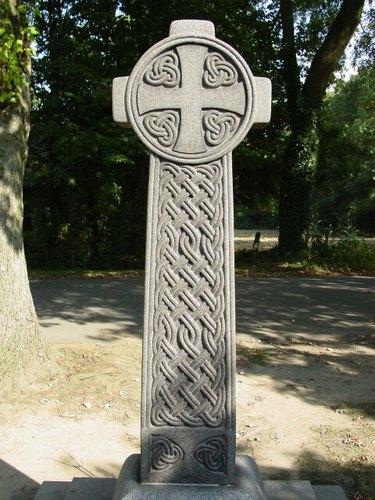 Zillebeke: Hill 62: gedenkkruis Rae: kruis