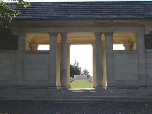 Zillebeke: Hill 62: Sanctuary Wood Cemetery: toegang voorkant