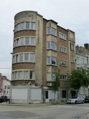Appartementsgebouw naar ontwerp van Georges Merlé