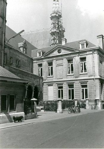 Leuven Grote Markt 8, 8A, 9, Boekhandelstraat 2, Naamsestraat 3 Zijde Boekhandelstraat